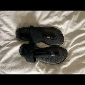 A black pair of women's Sanuk sandals size 7